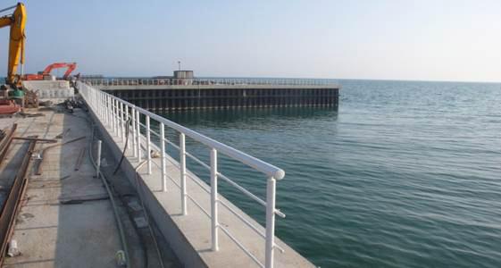 Comportamento da Fundação Breakwater Reforçada com Estaca Prancha sob Carregamento Sísmico